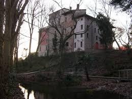 castello di Torre con area vasta di resti romani e resti archeologici antichi